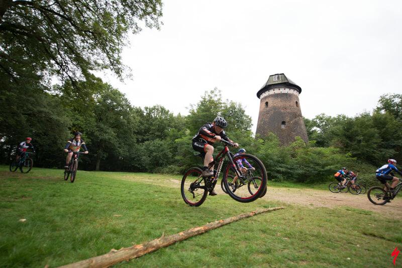 Mountainbike clinic voor bedrijven, jump