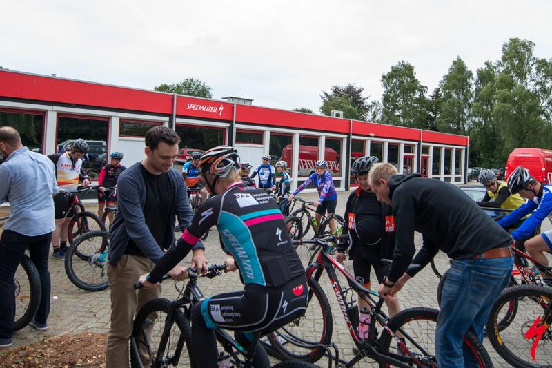 Mountainbike clinic voor bedrijven, allemaal op een bike!
